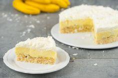 Locker-leichter Kuchen ohne Backen: Knusperboden mit cremiger Füllung und Sahnetopping.