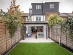 Single-storey kitchen extension from L&E (Lofts and Extensions) in Teddington - don't move extend. Kitchen Extension Windows, Bifold Doors Extension, House Extension Design, Extension Ideas, Victorian Cottage, Victorian Homes, Single Storey Extension, Small Barns, Entrance Decor