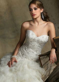A stunning fit and flare wedding gown from @davincibridal