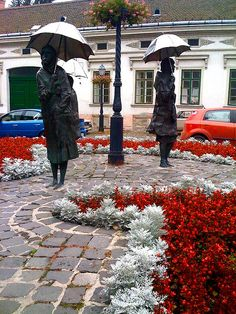One of the nicest traffic circles in Budapest with an engrossing group of sculptures (called Várakozók by Imre Varga). It can be found in Óbuda (3rd district) at Laktanya street, close to Fő square.