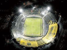 La bandera más grande del planeta, es de Peñarol.-