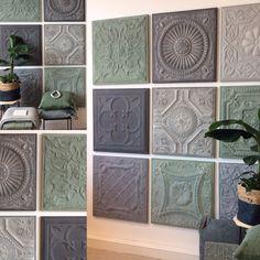 Kleur in je interieur! Maak van je muur een #blikvanger met een mooie combinatie van grijze en groene #wandpanelen van #Artivue!