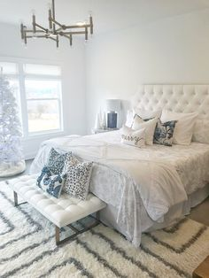 Bedroom decor ideas a romantic master bedroom makeover 18 Romantic Master Bedroom, White Bedroom Decor, Master Bedroom Makeover, Master Bedroom Design, Beautiful Bedrooms, Interior Design Living Room, Living Room Decor, Bedroom Ideas, Bedroom Colors