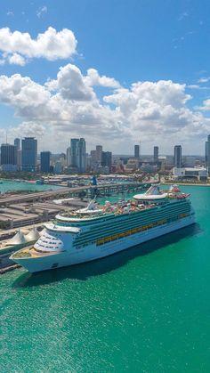 Navigator of the Seas Royal Caribbean International, Royal Caribbean Cruise, Navigator Of The Seas, Vacation Days, Cruise Destinations, Magic City, Pool Days, Like A Local, Canary Islands