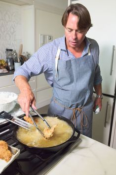 This is John Besh. He's one of the best Southern chefs in America and the one recipe he thinks everybody should learn to cook is his grandmother's fried chicken. | Here's Step-By-Step Guide To Making Perfect Fried Chicken
