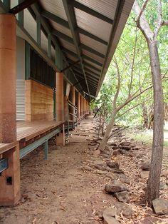 roof overhang, perimeter terrace