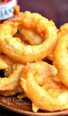 Beer Batter Onion Rings easy to make. Added a few other spices to the flour mix, onion powder & paprika. Onion Recipes, Beer Recipes, Side Dish Recipes, Cooking Recipes, Coffee Recipes, Beer Battered Onion Rings, Appetizer Recipes, Appetizers, Snacks Für Party