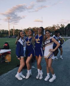 Cheer Team Pictures, Cute Friend Pictures, Best Friend Photos, Cheer Picture Poses, Cheer Poses, Cheer Outfits, Cheerleading Outfits, Cheer Workouts, Song Workouts
