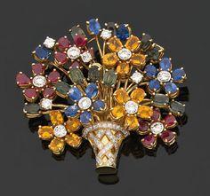 Grande broche en forme de bouquet de fleurs multicolores serties de rubis,