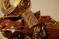 Jeff de Boer has created impressive metal cat body armour based on different historical eras. Everything from gladiator armor, to knight armor suits. Armor Of God, Suit Of Armor, Body Armor, Cat Armor, Calgary, Cat Body, Samurai Armor, Cat Mouse, Unusual Art