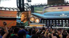 Guitar Lessons Las Vegas: Learn Guitar With Vince Lauria! Jon Bon Jovi, Travel Alone, Guitar Lessons, Long Distance, Las Vegas, Have Fun, Concert, Music, Tie