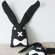 Soon available in our shop - Konijn rammelaar zwart-wit