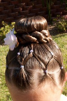 This hair is a great option for dance recitals. #dancehair #littlegirls #hairstyles