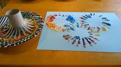 paperirullalla ja pullovärillä Crafts For Kids, Plates, Tableware, Crafts For Children, Licence Plates, Dishes, Dinnerware, Kids Arts And Crafts, Griddles