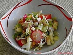 Také nemáte v těchto parných dnech chuť na těžká jídla? Myslím, že salát se zeleninou, tuňákem a vejci by vám mohl zachutnat. Cobb Salad, Potato Salad, Potatoes, Ethnic Recipes, Food, Potato, Essen, Meals, Yemek