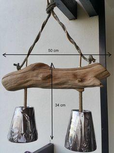 Glanz Holz schwebte, der Zweig ist groß, so dass ich beschloss, eine Leuchte zu machen! Es ist völlig natürlich. Verkauft seine Lampenschirme mit seinen 2 Energiesparlampen. Beleuchtung von oben aus Holz, unten (um Ihren Tisch zu beleuchten) ist ziemlich mächtig siehe Foto Nr. 3. Auch