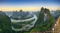 Paisagem montanhosa cárstica do rio Li, na província de Guangxi, China