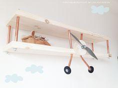 """Vliegtuigwandplank van """"De Vliegenier"""" via Kinderkamerstylist.nl"""