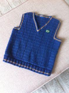 Colete insfantil de crochê.                                                                                                                                                      Mais Crochet Vest Pattern, Crochet Stitches, Crochet Patterns, Kids Dress Clothes, Fillet Crochet, Knit Baby Sweaters, Crochet Baby Clothes, Baby Vest, Crochet For Boys