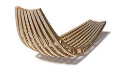 """Toca disfrutar viendo a David Trubridge trabajar la madera para crear el precioso """"New Sling"""".              by David Trubridge"""