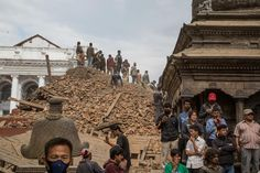 Strong earthquake and aftershocks shake Nepal A powerful earthquake struck Nepal Saturday, killing at least 1,180 people across a swath of four countries as the violently shaking earth collapsed house