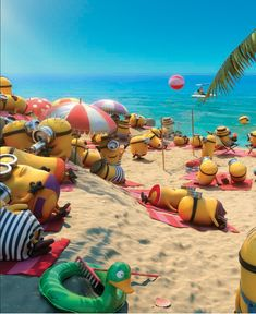 Minions on beach Minions Tumblr, Minions Funny Images, Minions Quotes, Minions Despicable Me, My Minion, Funny Minion, Happy Birthday Minions, Minion Banana, Jokes And Riddles