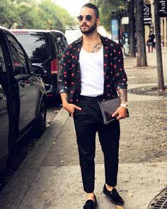 JustLifeStyle shared a photo from Flipboard Pretty Men, Pretty Boys, Boy Fashion, Mens Fashion, Fashion Outfits, Maluma Haircut, Maluma Style, Maluma Pretty Boy, Camisa Lisa