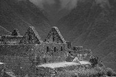 Machu Pichu ante as montanhas by eduardomedeirosferreira #ErnstStrasser #Peru Peru, Cologne, Cathedral, Building, Travel, Mountains, Turkey, Viajes, Buildings