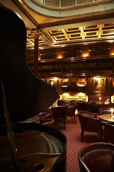 THE LIBRARY BAR, Copenhagen Plaza Hotel. Bernstorffsgade 4, Vesterbro.