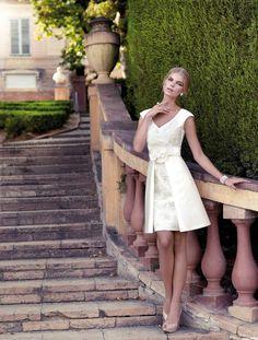 90050 (Vestido de Fiesta). Diseñador: Carla Ruiz. ...