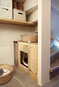 Eigen Huis en Tuin | Praxis. De lege ruimte onder je trap kun je op veel manieren opvullen, maak bijvoorbeeld een speciaal hoekje voor jouw huisdier.