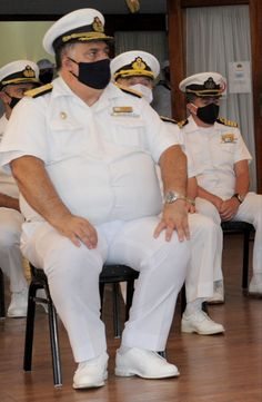 Military Man, Guy Outfits, Doraemon Wallpapers, Big Men Fashion, Navy Marine, Men In Uniform, Mature Men, Older Men, Captain Hat
