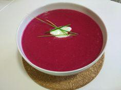 Aprende a preparar sopa fría de remolacha y manzana con esta rica y fácil receta. Si sois amantes de las sopas y no queréis renunciar a ellas aunque haga calor, os...