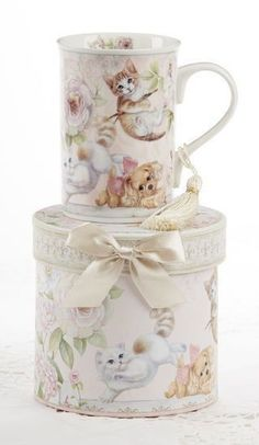 Gift Boxed Mug with Tassle - Playful Cats