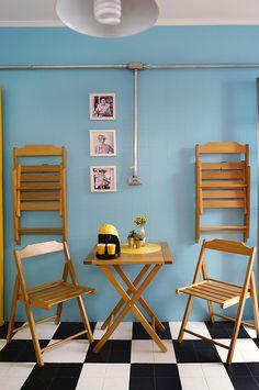 Aposte das cadeiras dobráveis que dão aquela ajudinha para espaços pequenos e…