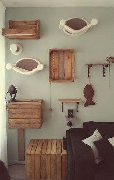 Find varied and practical ideas for the cat climbing wall! - Find varied and practical ideas for the cat climbing wall! Find varied and practical ideas for the cat climbing wall! Animal Room, Cat Climbing Wall, Cat Climbing Shelves, Diy Cat Tree, Cat Towers, Cat Playground, Playground Design, Playground Ideas, Cat Room