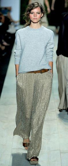 Uma calça de canutilhos bem linda como a do desfile Michael Kors verão 2011 cairia super bem no meu guardarroupa… Linda!