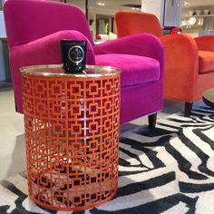 Addera lite färg i hemmet! Som detta orangefärgade sidobord 1.800kr. Fåtöljerna på bild kostar från 6.855kr. #roombutiken