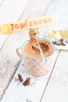 Mousse au chocolat aus Toblerone Schokolade mit feinem Mandel-Nougat. Schnelles, einfaches Rezept. Ideales Dessert für ein feines Essen. casualcooking.at Toblerone Mousse, Baking Ingredients, Cookie Dough, Dessert, Creme, Sweets, Cookies, Breakfast, Blog