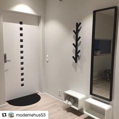 Så fint det ble i gangen hos dere @modernehus53 #swedoor #swedoorno #pixel #doordesigner #dør #ytterdør #interiør #innredning #inspirasjon #renovering #oppussing #nyedører #nordicliving #boligdrom #skandinaviskehjem #nordiskehjem #interior4all #nordichome