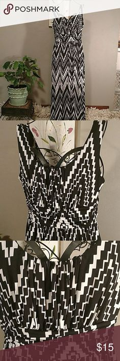 A B Studios slip on maxi dress..👗 sizeL Great dress for packing in a carry on bag... This thing is a perfect pack and go for a Cruise .. it never wrinkles .. Black n white zigzag print.Gathered bodice and scrunched high waist...very slimming when on ..polyester/spandex...measures lying flat under arms 18in....high waist 18in...flowing skirt at hips 25in...lenght from shoulder to hem 55in. AB Studio Dresses Maxi