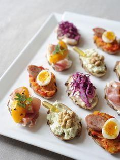 【ELLE】ひと口サイズがうれしい、パン・ド・カンパーニュのタルティーヌ|パンでおしゃれにランチパーティ!|エル・オンライン