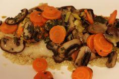 Vispakketje uit de oven met wortel, prei en champignons