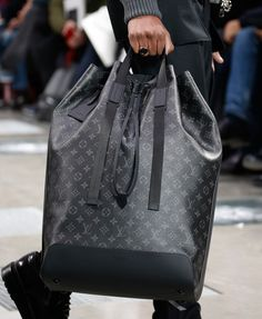 Louis vuitton debuts new monogram eclipse print at men's fall 2016 Louis Vuitton Hombre, Louis Vuitton Paris, Louis Vuitton Handbags, Louis Vuitton Monogram, Louis Vuitton Mens, Louis Voitton, Fashion Bags, Mens Fashion, Fall Fashion