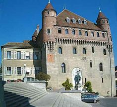 Google Image Result for http://vaud.all-about-switzerland.info/lausanne/lausanne-castle-st-maire_4800_01.jpg