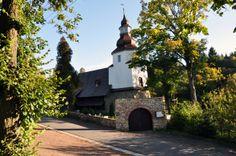 Drewniany kościółek w zaciszu Gór Sowich. Kościół MB Śnieżnej w Sierpnicy.