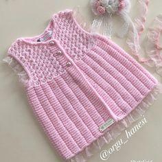 Merhabalar. Ay çok sevimli oldu bu yelek. Bazı arkadaşların niye 0-2 yaş çalıştığını şimdi anladım. Herşeyin küçüğü seviliyor. Ben de 0-3… Baby Knitting Patterns, Diy And Crafts, Little Girls, Knit Crochet, Projects To Try, Sweaters, Tops, Women, Fashion