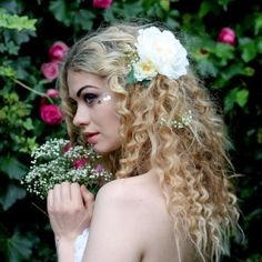 Are you interested in our Hair clip? With our peony flower hairpiece you need look no further. Flower Hair Clips, Flowers In Hair, Peony Flower, Floral Hair, Hair Pieces, Crown, Fashion, Moda, Extensions Hair