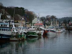 Port-en-Bessin - Maisons, bateaux et chalutiers du port de pêche