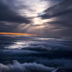 Božský pohľad  #praveslovenske od @martinkrystynek  #slovakia #slovensko #nahory @lomnicak_sk #mountains #tatramountains #mountainlife #mountainview #inversion #heaven #heavenly #magical #amazing #amazingview #view #nature #natural #naturelover #naturegram #naturephotography #naturephoto #sunrise #sunset #goodideaslovakia @tatryspispieniny @slovakia.travel @vysoketatry_horyzazitkov @regionvysoketatry @pripijam